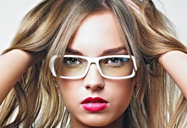Por que a mulher de óculos é tão sexy