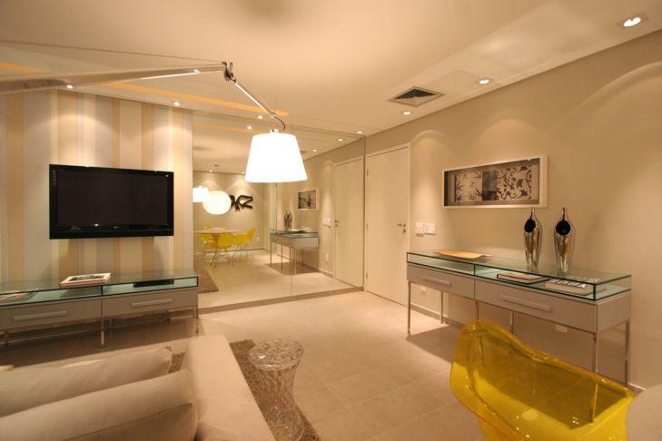 Espelho Grande Para Sala De Estar ~ Uso de grandes espelhos dão impressão de ambientes maiores