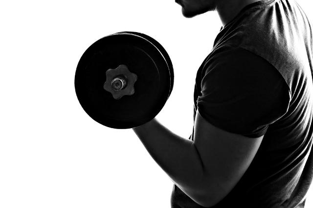 6 exercícios para turbinar o seu bíceps