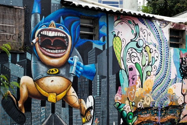 27mar2013---grafite-multicolorido-e-visto-rua-goncalo-afonso-conhecida-como-beco-do-batman-na-zona-oeste-de-sao-paulo-sp-o-dia-do-grafite-e-comemorado-nesta-quarta-feira-1364404419406_956x500