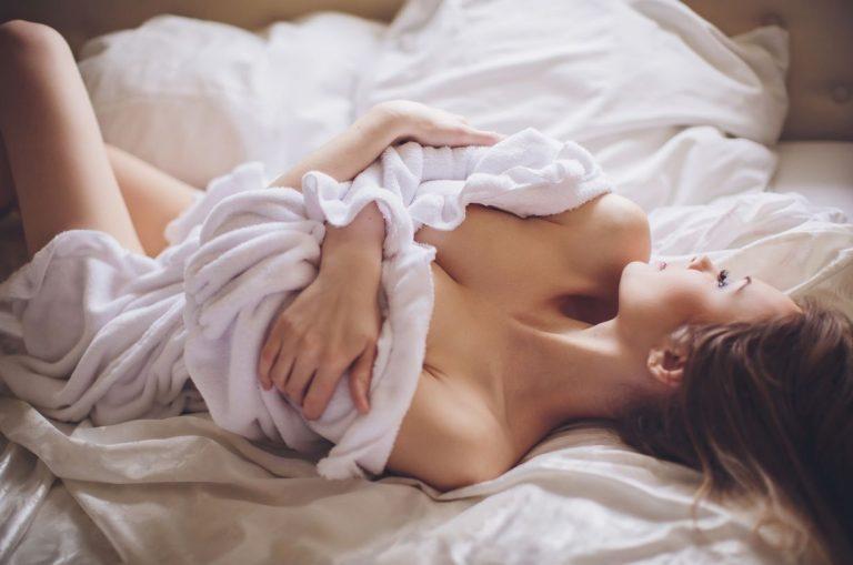 dormem pelados