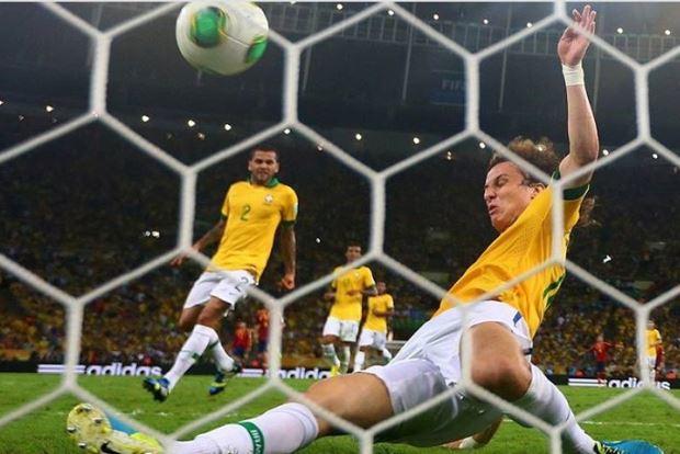 David Luiz salvar