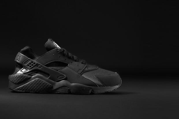 Nike-Air-Huarache-Triple-Black-2