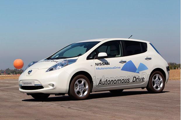 carros-autonomos-nissan-el-hombre