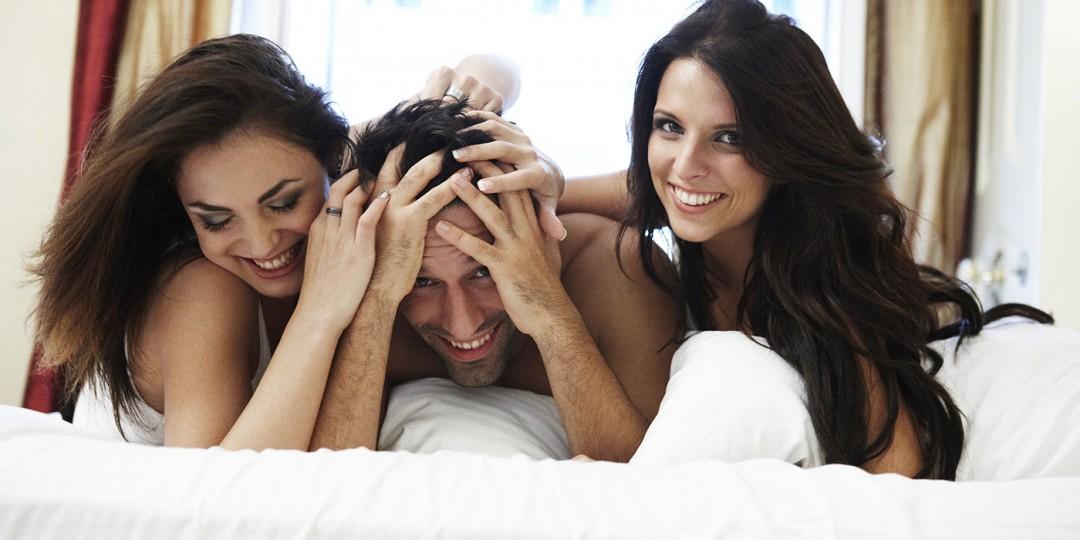 Красиво доставили удовольствие трое одной, секс с подругой в деревне видео