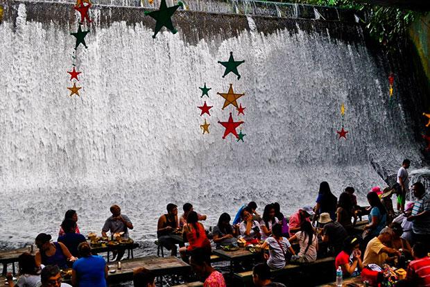 waterfalls-restaurant-capa-el-hombre