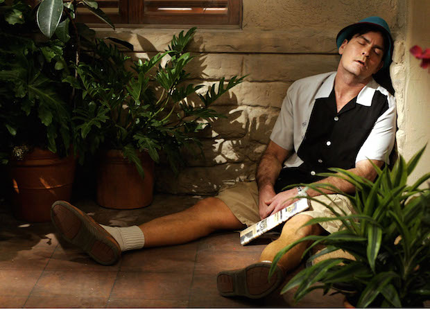Two-and-a-Half-Men-two charlie sheen or charlie Harper sleeping outside his house 5 stars phistars funny cute