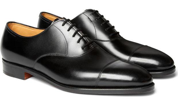 b35fe5071 Todo homem precisa ter um sapato social preto. Ele é clássico. Ele é  matador. Ele é versátil.