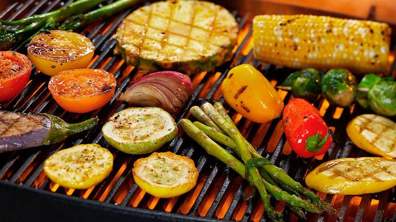 Preparamos um guia para você dar um churrasco vegetariano de respeito