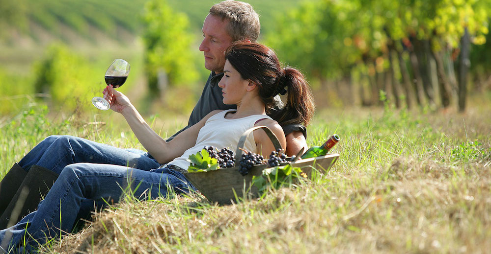 couple-in-vineyard