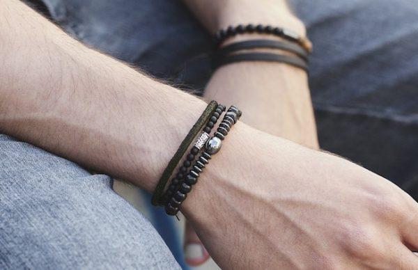 b55eaff6e4e Como usar pulseira masculina - El Hombre
