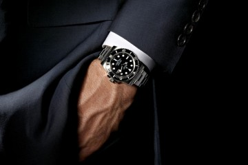 man-wearing-a-watch