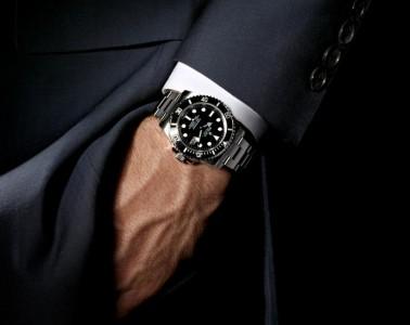 man-wearing-a-watch