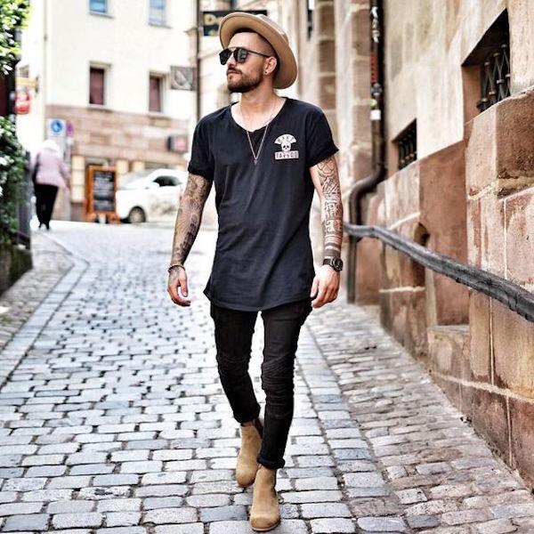 e155db99a2a7f 15  A camiseta longline é um símbolo do streetwear — e o chapéu combina  bastante com esse estilo.