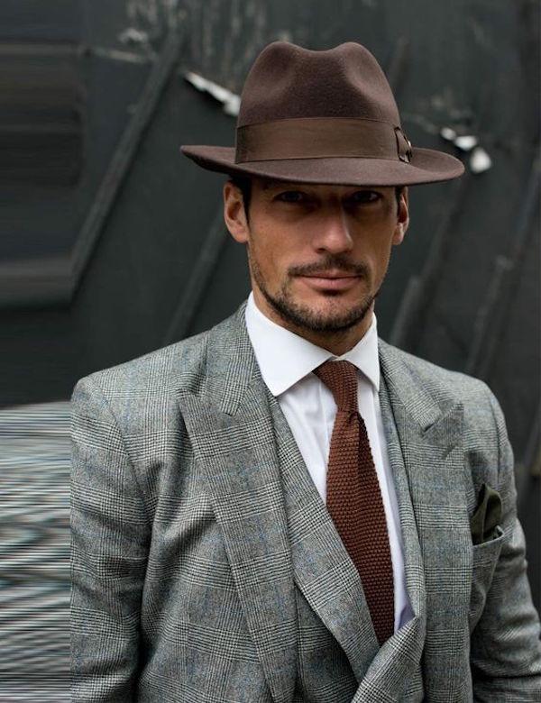 qual o correto chapeus ou chapéus