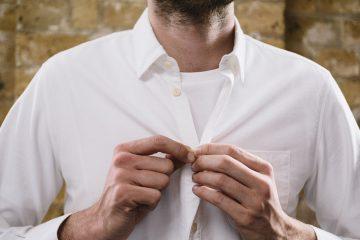 Camiseta embaixo da camisa social